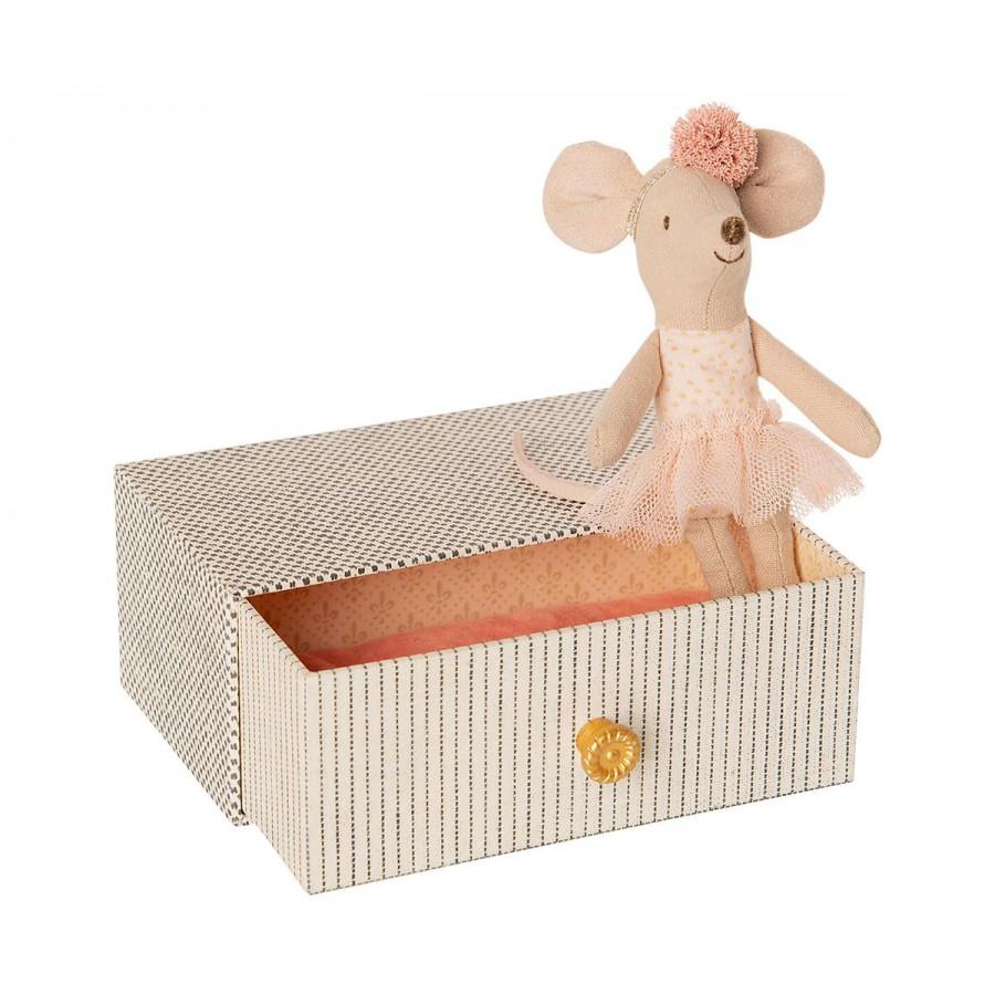 Myszka Tancerka w łóżeczku